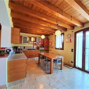 Villa for Sale in Colle Umberto